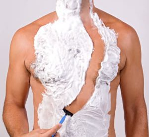 comment se raser le corps ou le torse